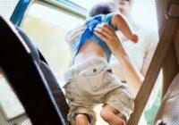 90% vecāku pieļauj briesmīgu kļūdu, sēdinot bērnu automašīnas sēdeklī